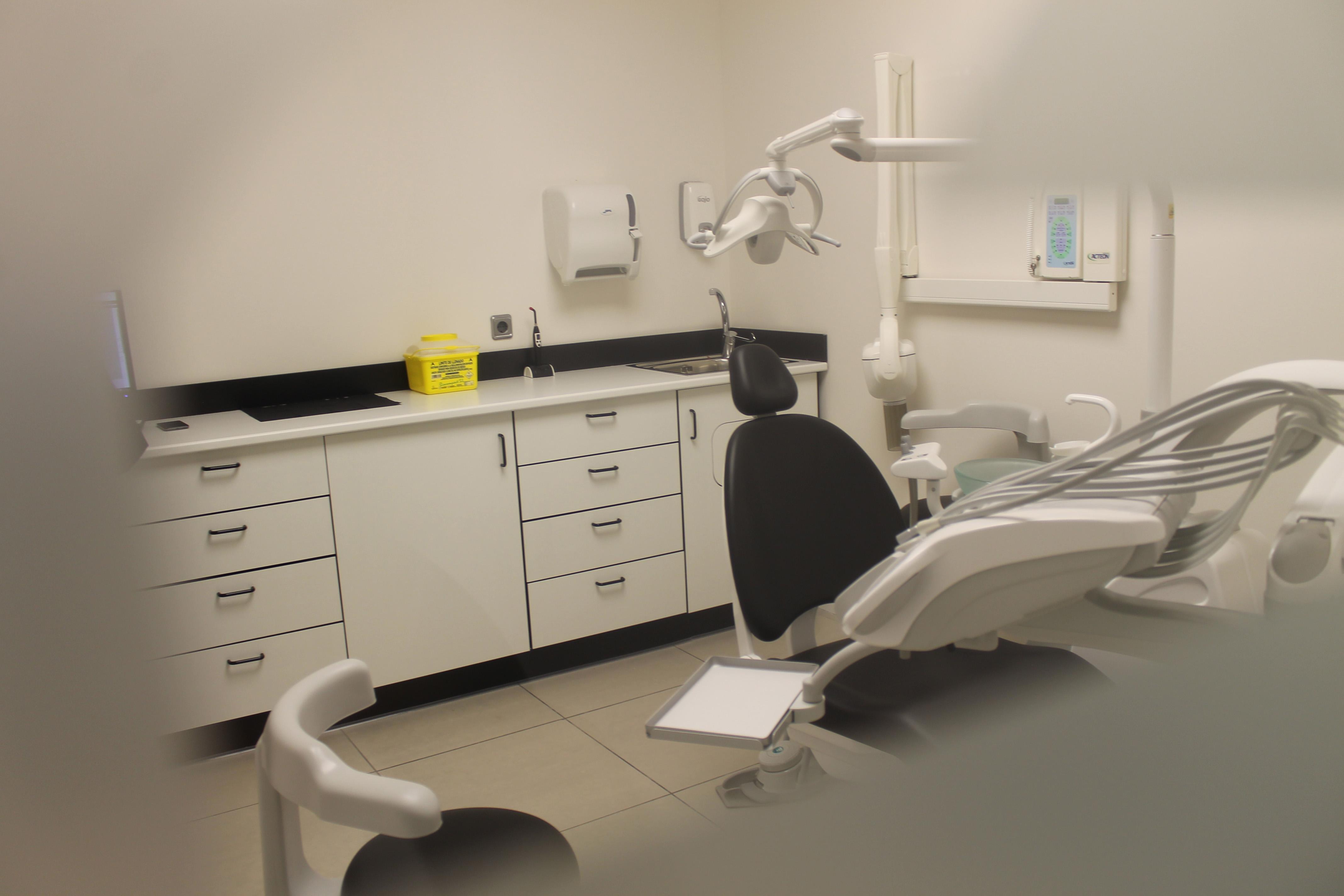 http://www.clinicaodontologicadepostgrados.com/wp-content/uploads/2017/04/instalaciones-clinica-2.jpg